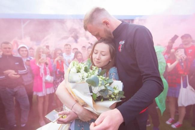 Футболіст рівненського клубу освідчився коханій після перемоги